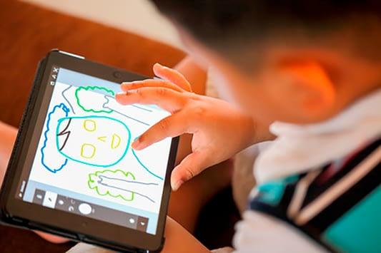 La digitalización infantil es más que darles pantallas a los niños
